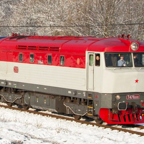 Motorový rušeň T 478.2011 (749 246-5)