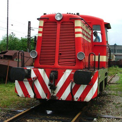 Motorový rušeň T 211