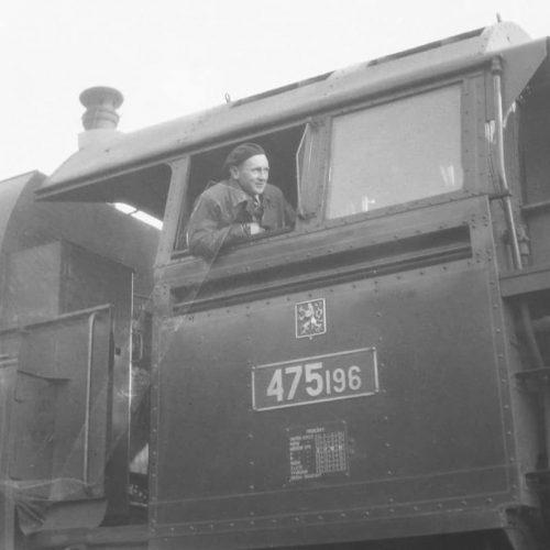 Rušeň 475.196 pred jedným zo svojich prvých traťových výkonov