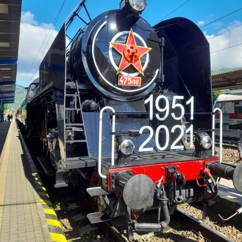 Rušeň 475.196 v čele zvlášneho vlaku vo Vrútkach. Foto: Vladimír Romančík