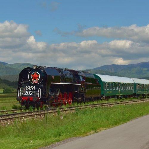 Osobitný vlak pri Malom Čepčíne. Foto: Marián Končelík
