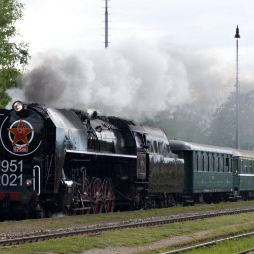 Osobitný Zr 31110 prechádza stanicou Príbovce - Rakovo