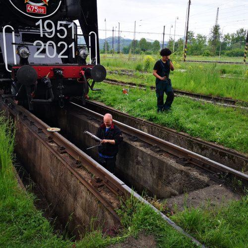 Príprava rušňa pred jazdou. Foto: Peter Nagy