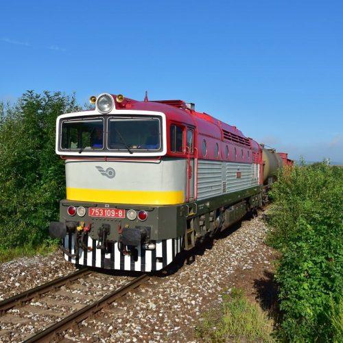 Požiarny vlak 31907 s rušňom 753.109 neďaleko zast. Stožok